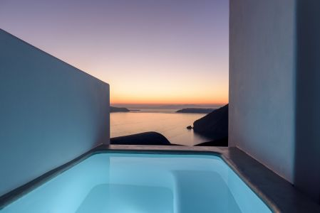 La Vida Breve in Fira of Santorini island